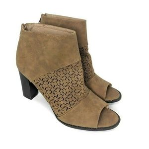 Report Womens Size 10 Daisy Brown Open Toe Block